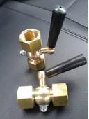 Кран трехходовой для манометра (под манометр) точеный, без фланца, с ручкой (исполнение 3)
